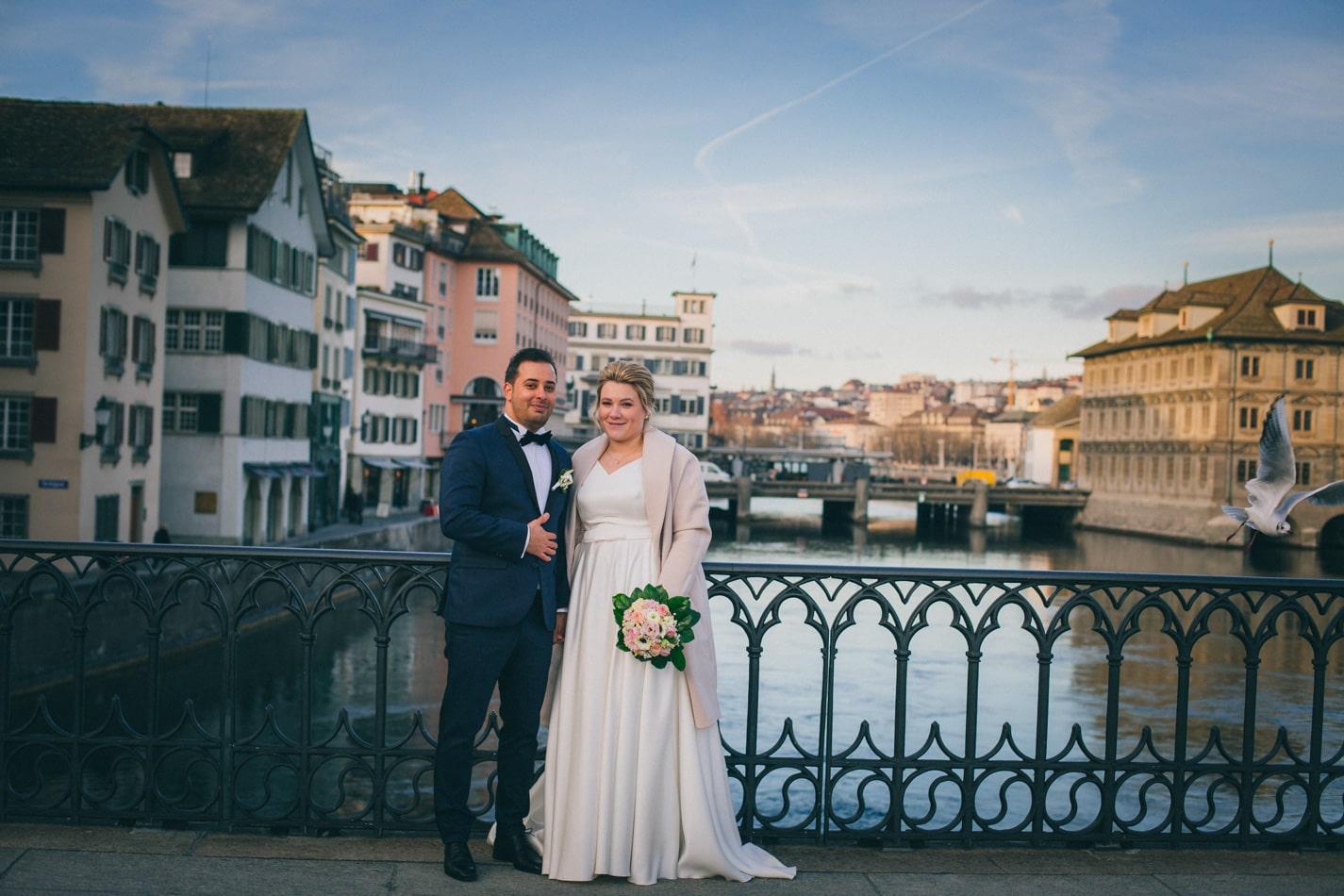 Brautpaar während Hochzeitsfotoshooting in Zürich