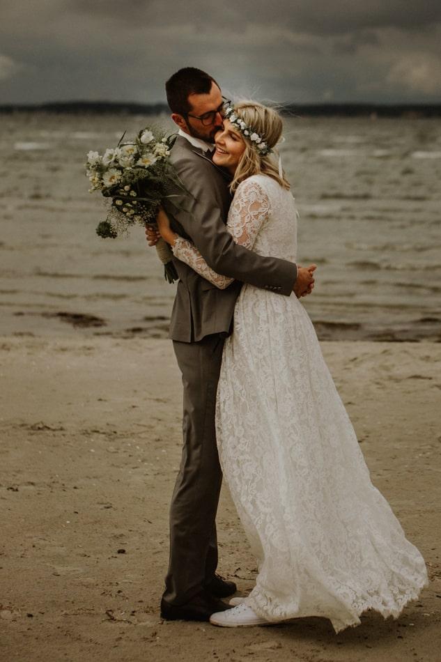 Brautpaar am Strand in Stein