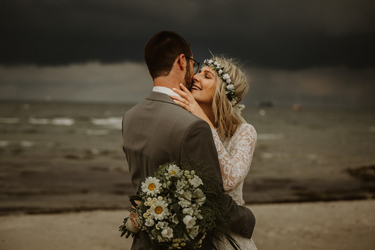 Hochzeitsfotografie am Strand in Stein