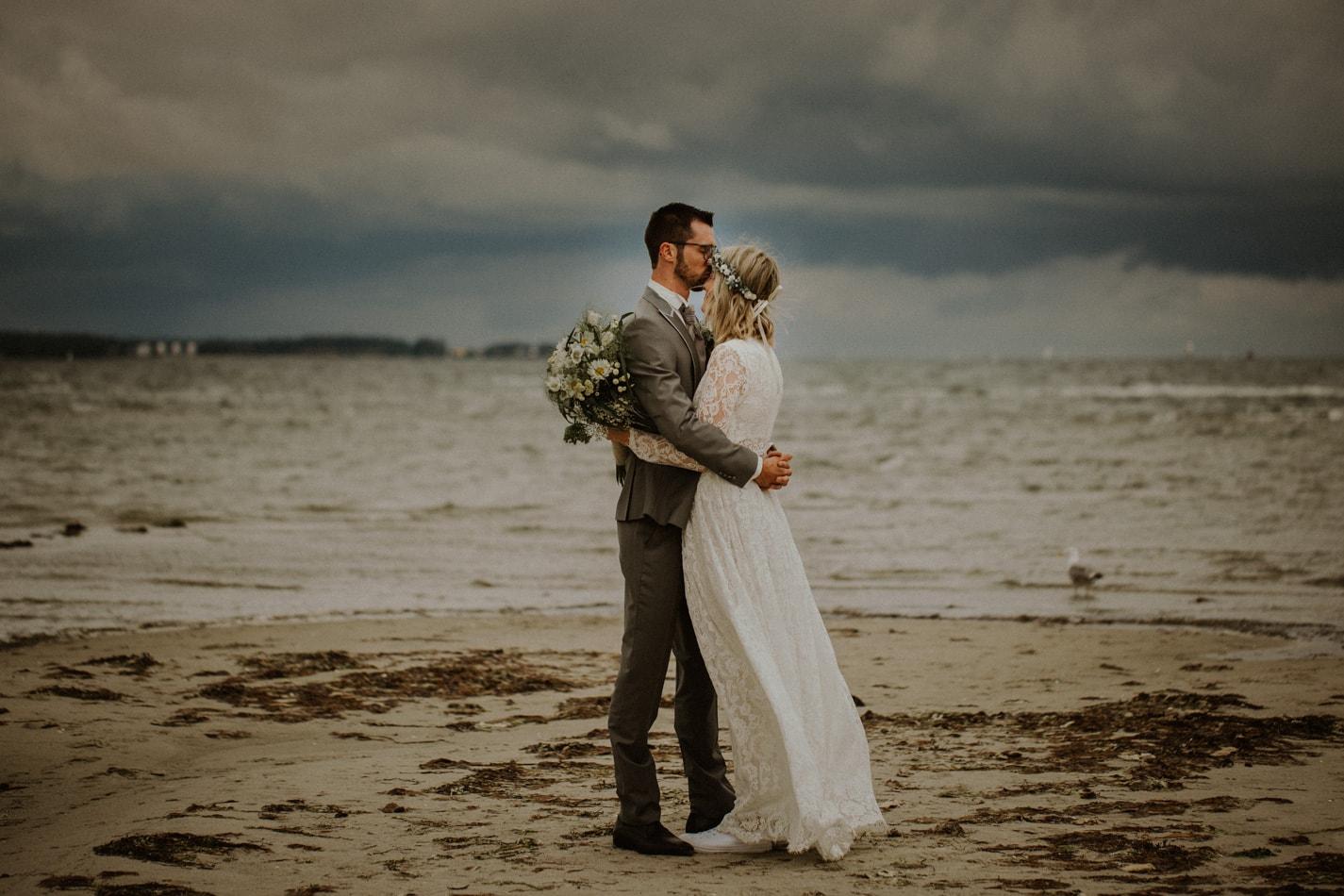Romantische Hochzeit am Strand in Stein