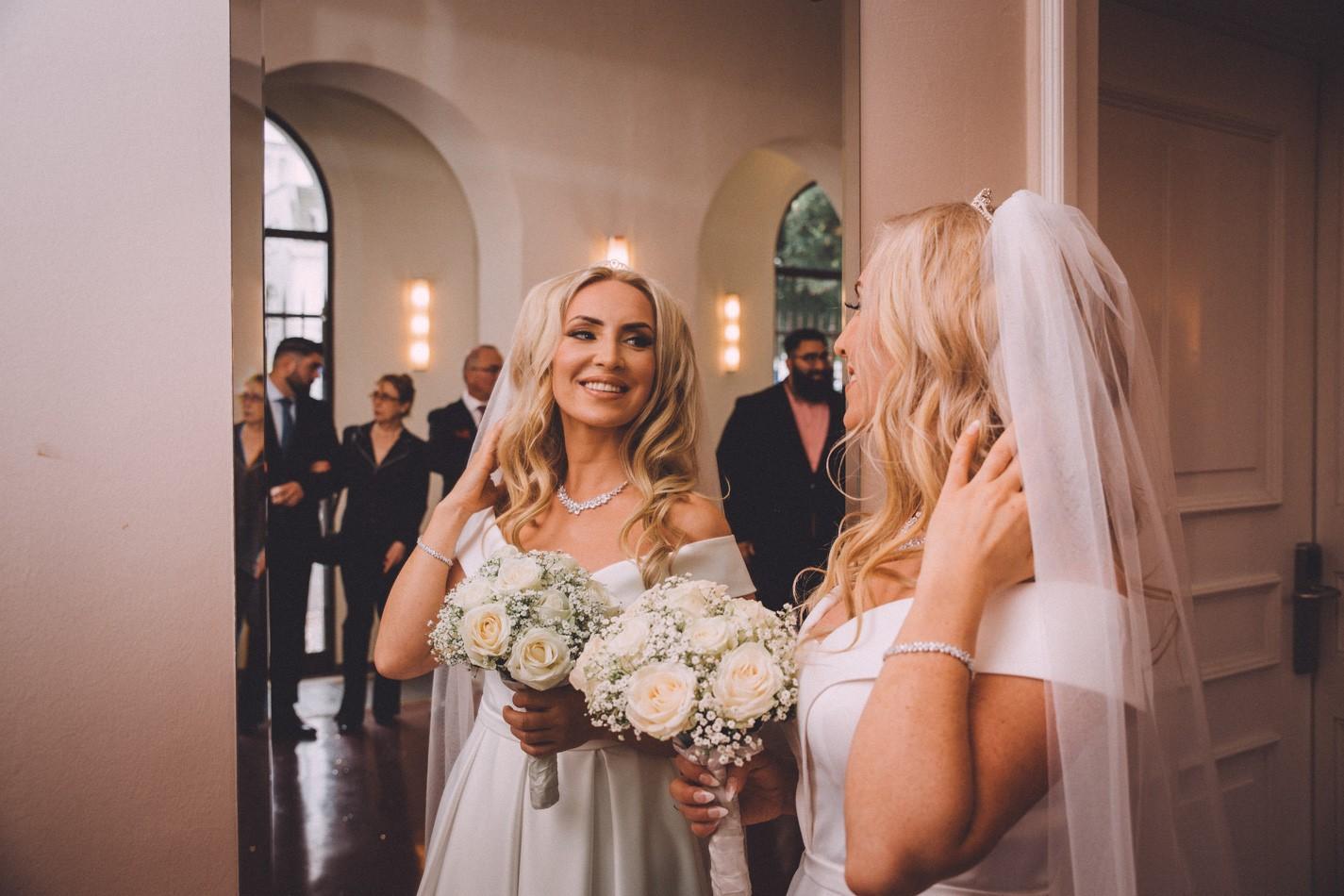 Braut im Rathaus von Altona