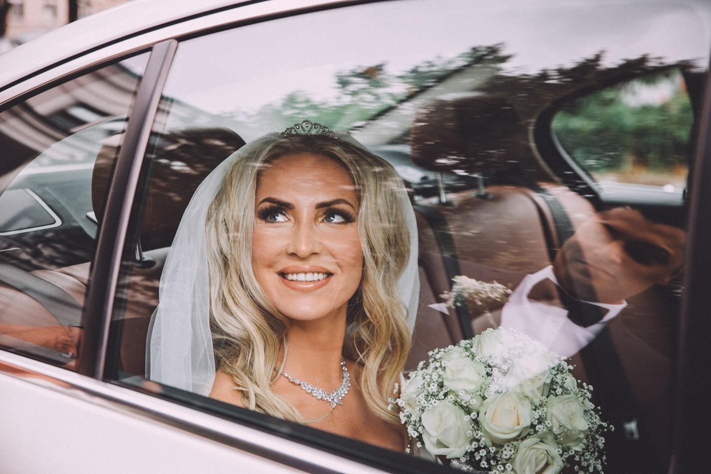 Braut vor Rathaus von Altona