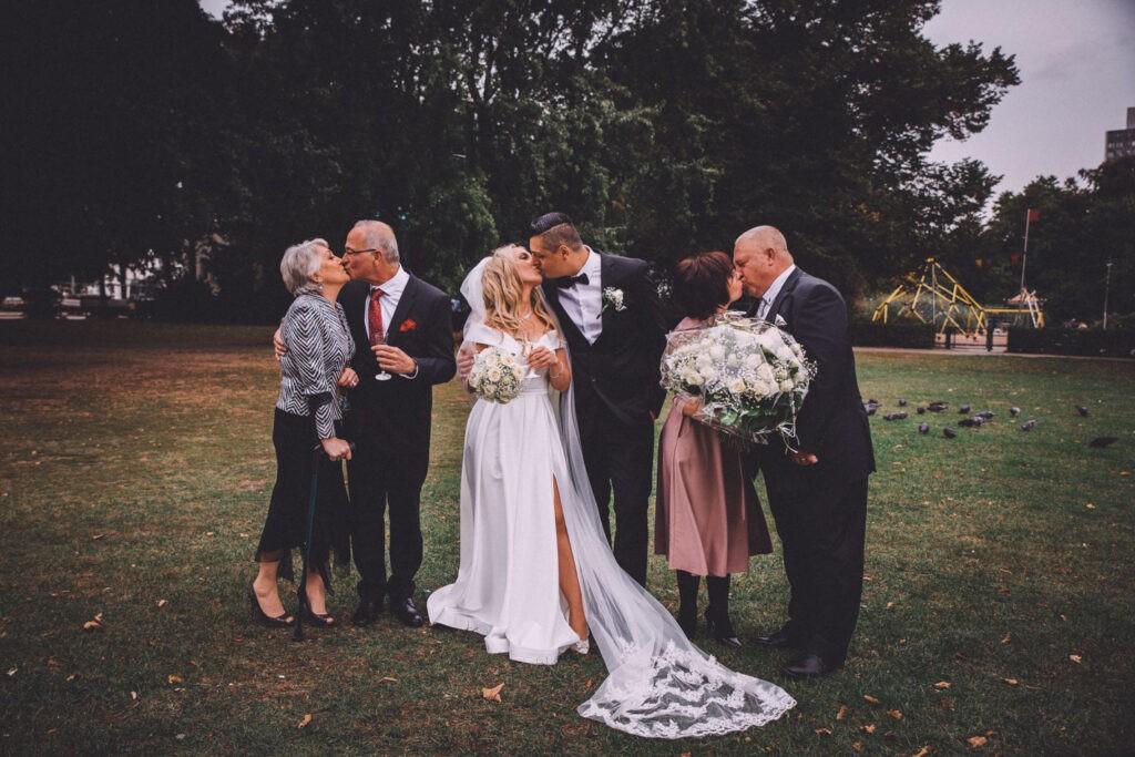 Ideen für Familienfotos während der Hochzeit