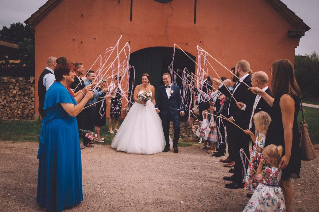 Einzigartige Hochzeitsfotografie auf dem Hof Viehbrook von Fancy Shoots