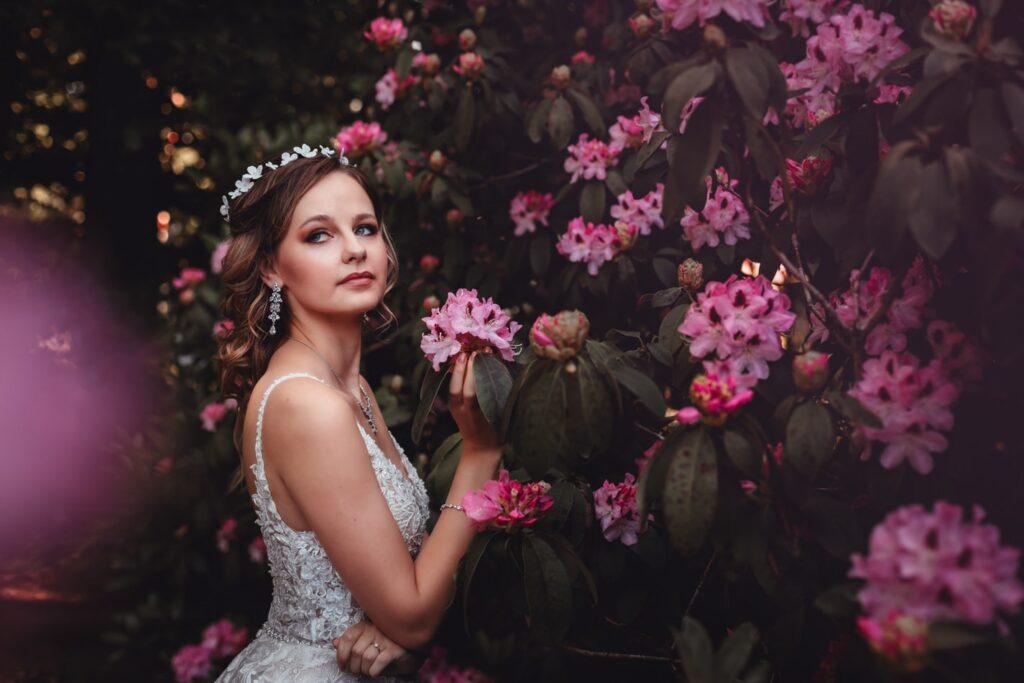 Wunderschöne Braut in Neumünster während Hochzeitsfotoshooting