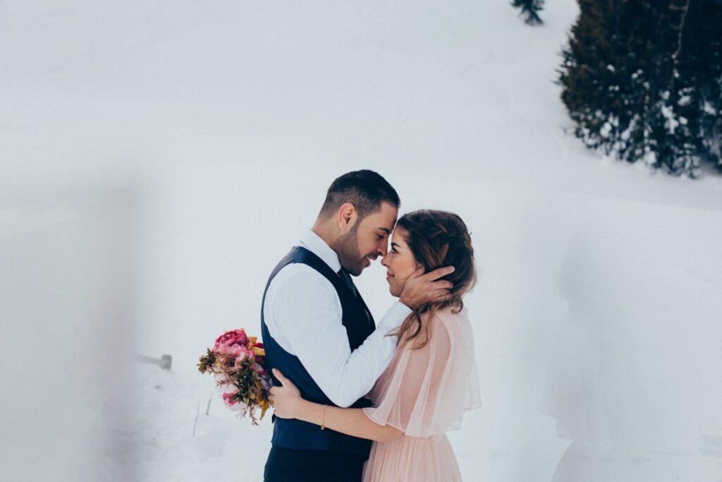 Brautpaar im Winter in der Schweiz
