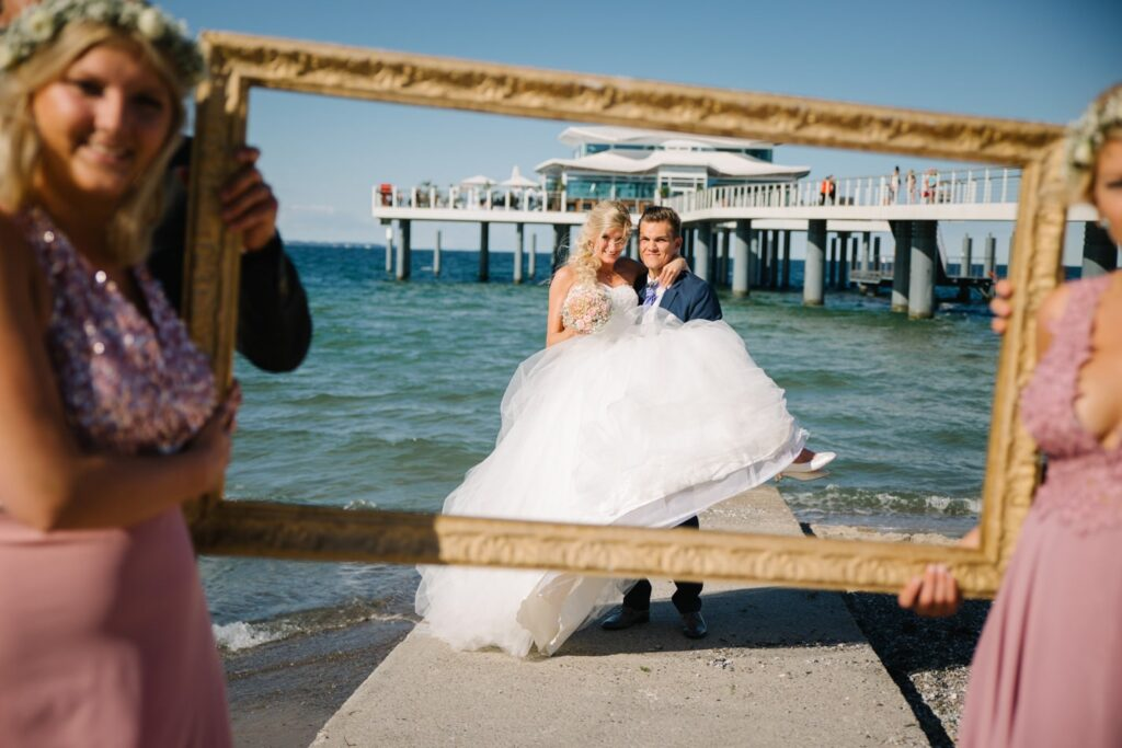 Coole Hochzeitsfotos im Wolkenlos am Timmendorfer Strand
