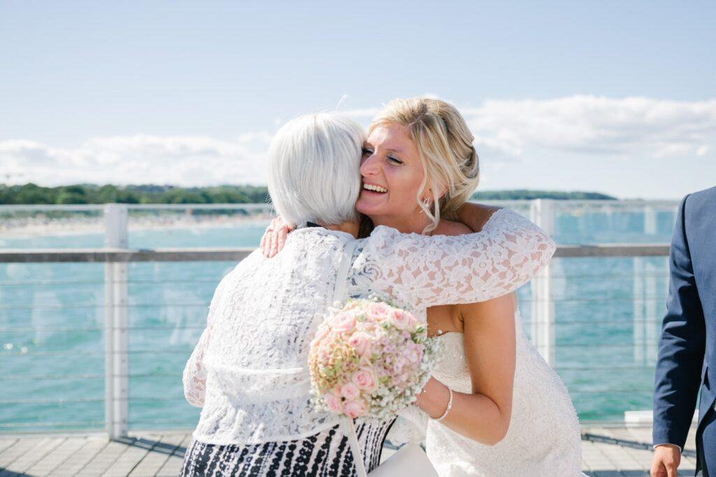 Gratulieren nach der Hochzeit im Wolkenlos