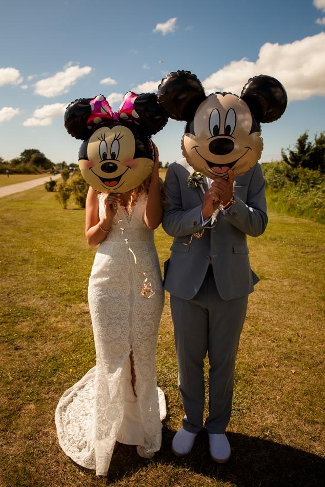Braut und Bräutigam während Hochzeitshooting auf Fehmarn