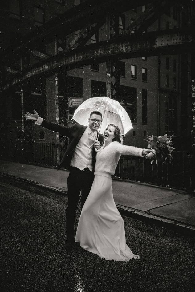 Hochzeit bei Regen in Hamburg