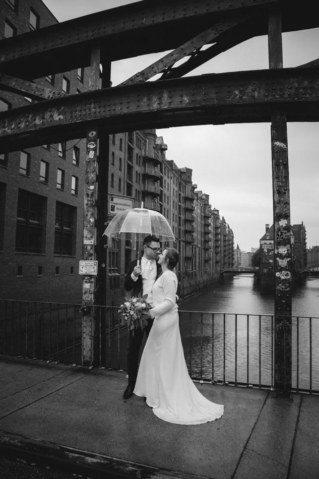 Hochzeit im Regen in Hamburg