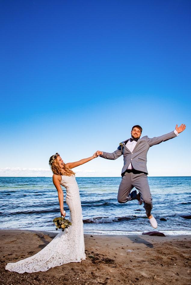 Hochzeitsfotoshooting am Strand auf der Insel Fehmarn