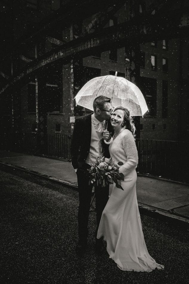 Hochzeitsfotos im Regen in Hamburg
