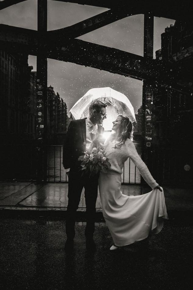 Hochzeitsfotos im Regen in Speicherstadt, Hamburg