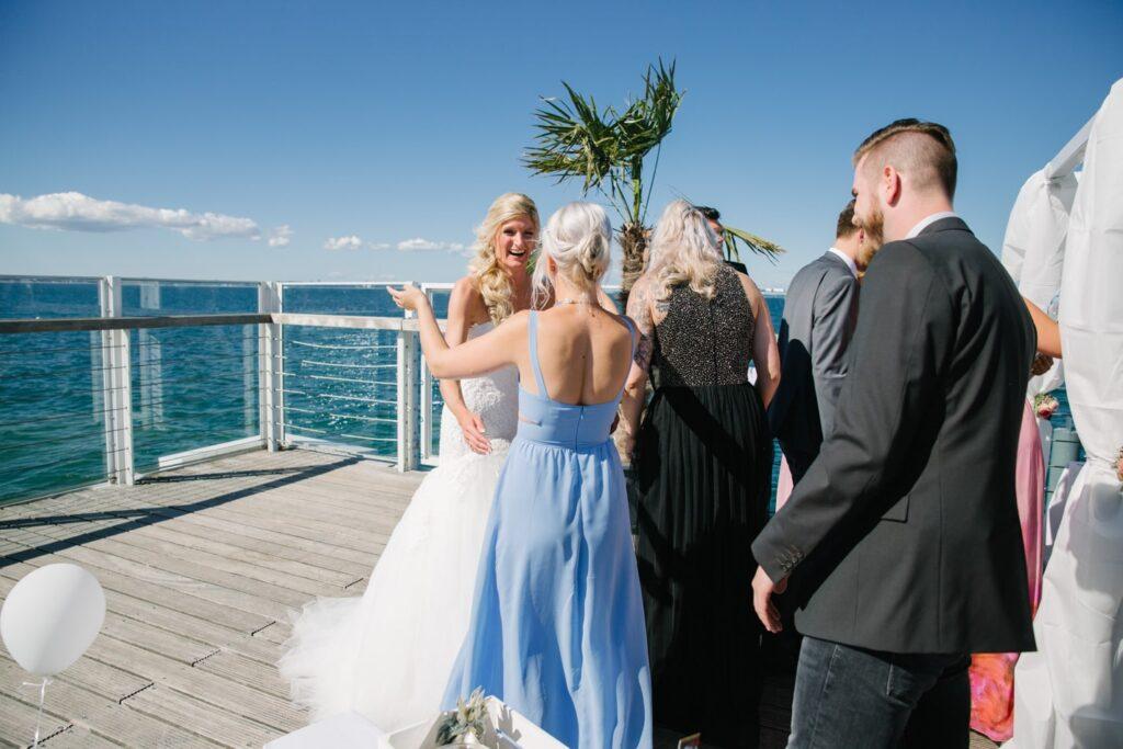 Hochzeitsgäste im Wolkenlos