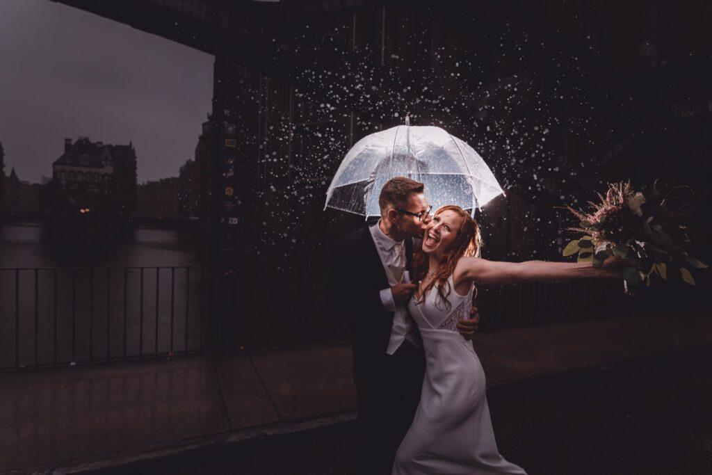 Hochzeitsshooting im Regen in Hamburg