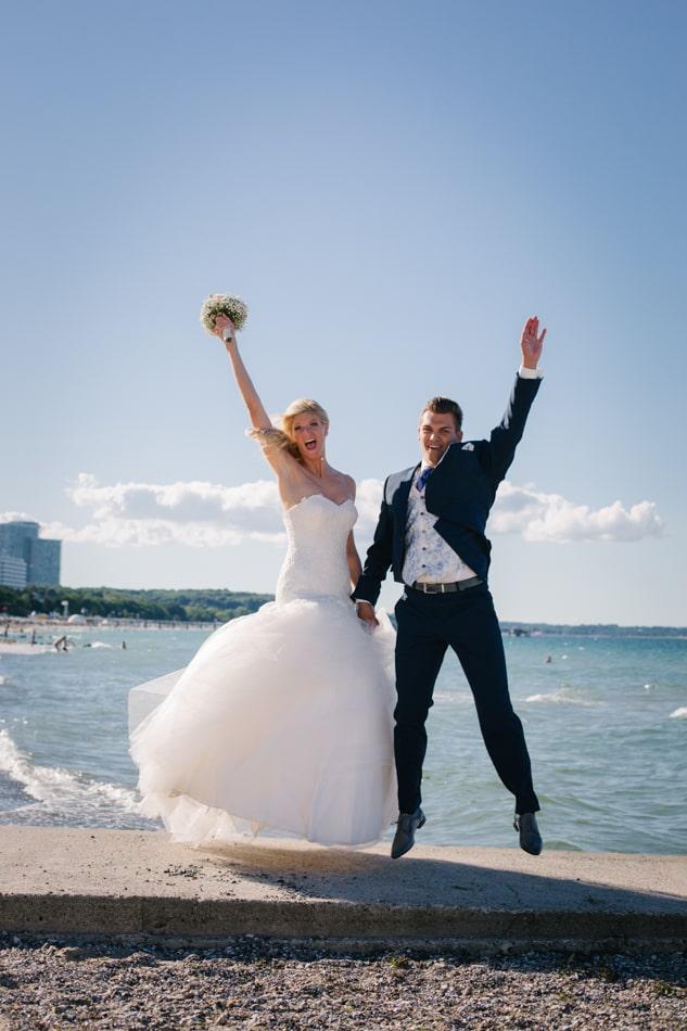 Lustige Hochzeitsfotos am Timmendorfer Strand