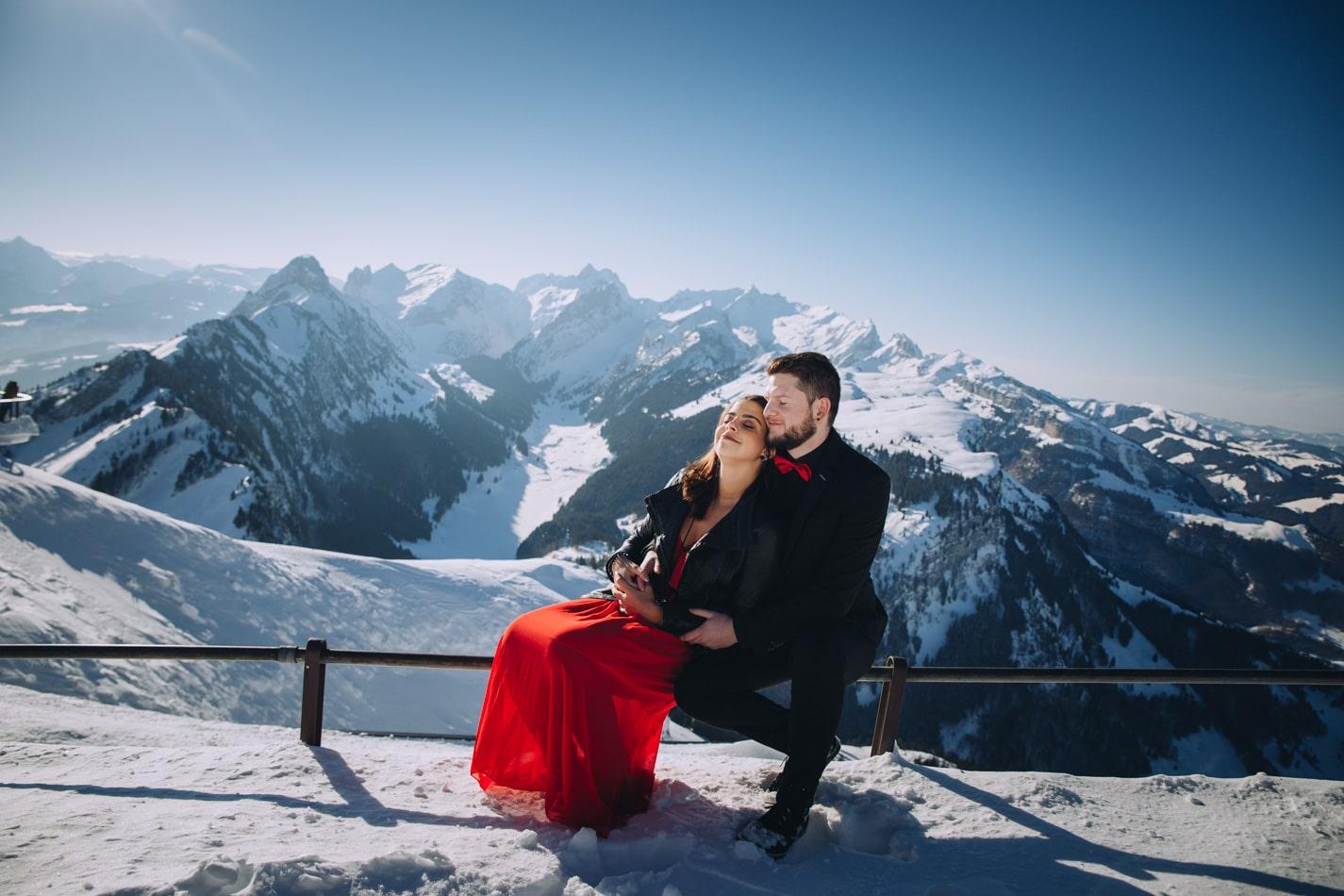 Tolles Paar-Fotoshooting in 2 km Höhe in den Schweizer Bergen