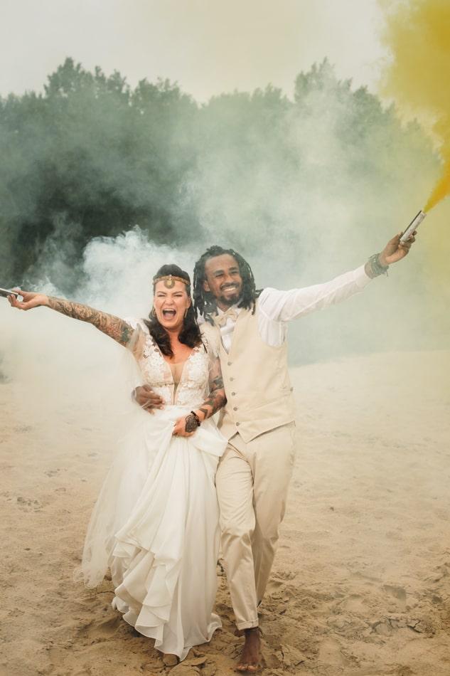 Rauchbombe bei der Hochzeit