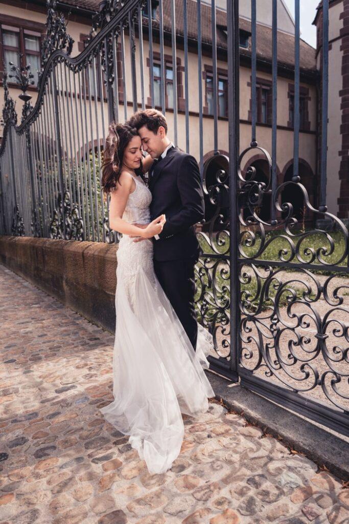 Braut und Bräutigam während Hochzeitsshooting bei Alexa Geibel in Basel, Schweiz
